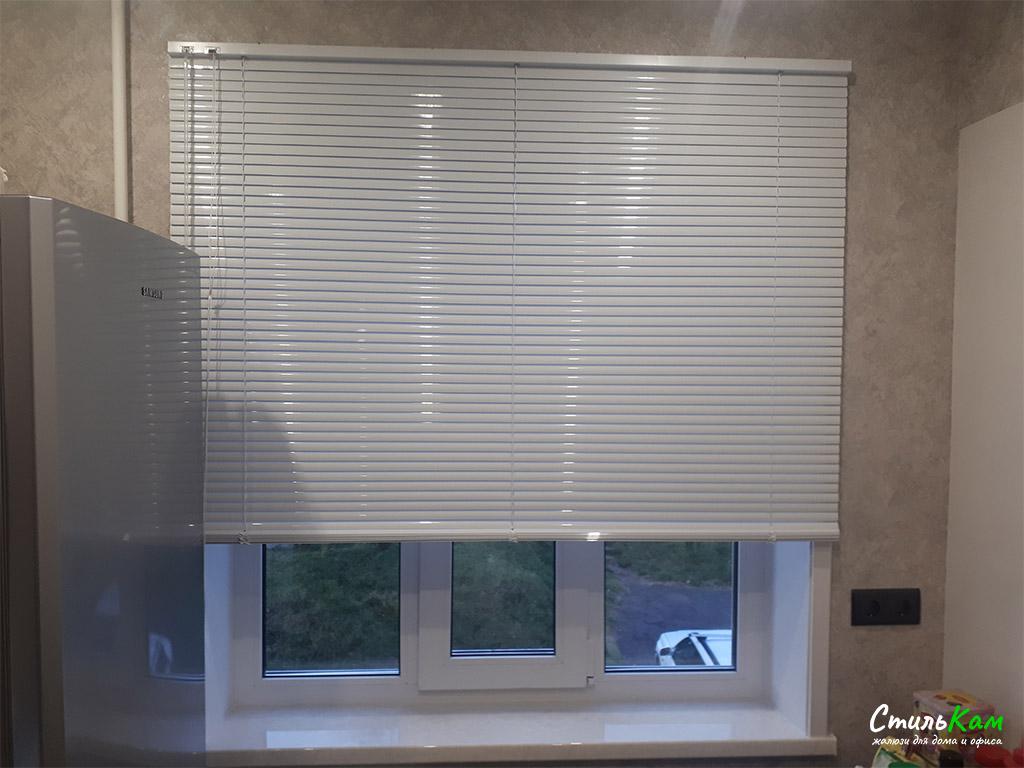 алюминиевые жалюзи холис (межрамные) на проём окна