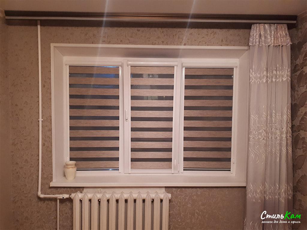 """рулонные шторы """"день ночь"""" с установкой на раму окна"""