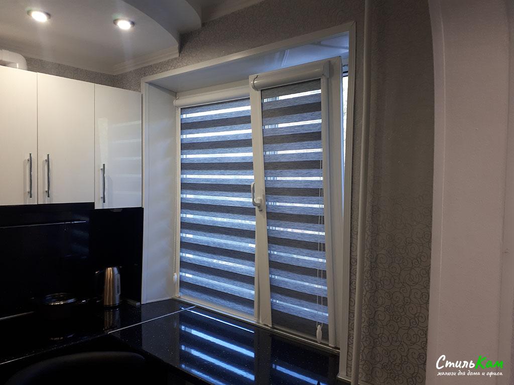 кассетные шторы день-ночь на кухонное окно