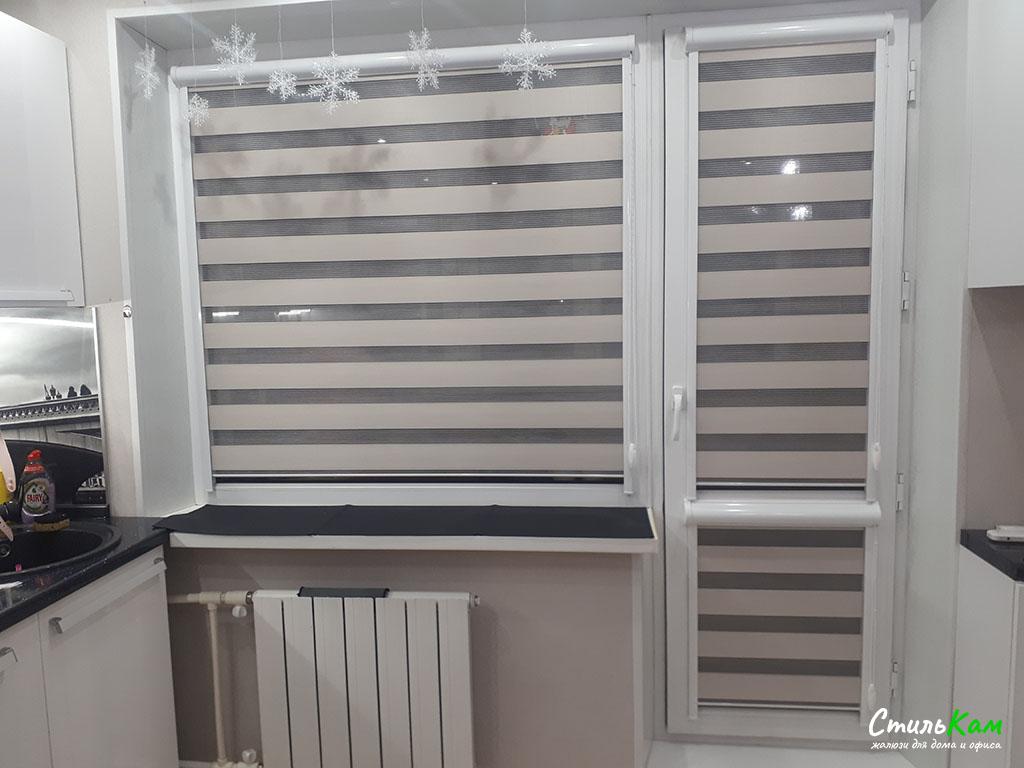 шторы день-ночь на балконную дверь в квартире