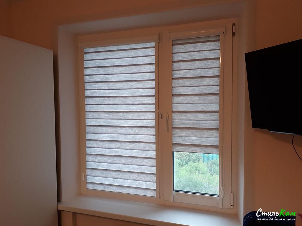 кассетные рулонные шторы день-ночь на пластиковые окна