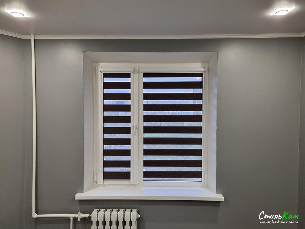 кассетные рулонные шторы день-ночь на окно