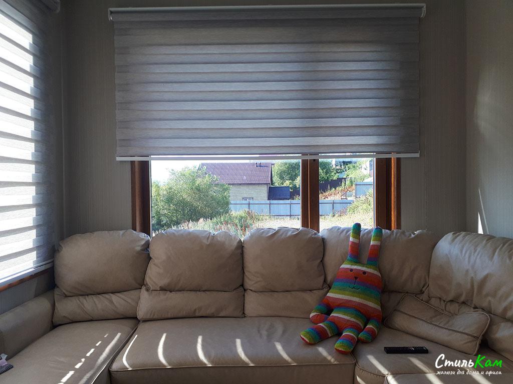 классические рулонные шторы день-ночь в частном доме