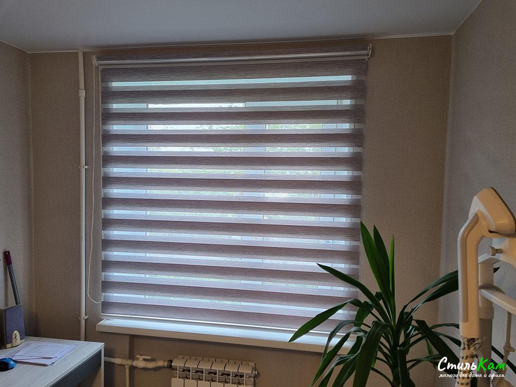 классические рулонные шторы день-ночь на окно