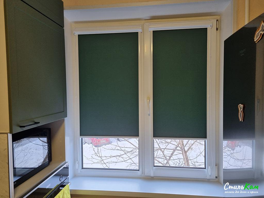 рулонные шторы uni на кухонное окно