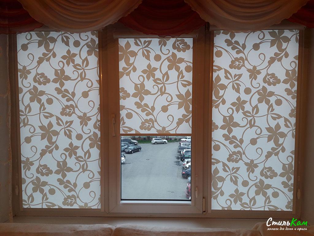 рулонные шторы uni с цветочками