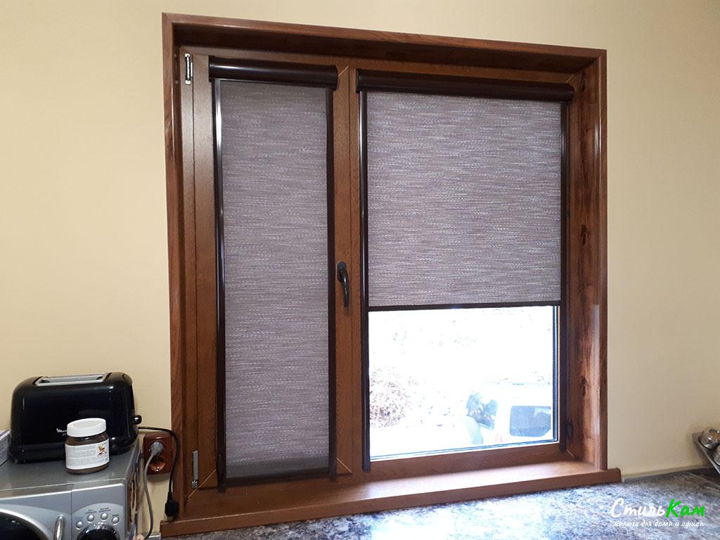 рулонные шторы uni с коричневой фурнитурой