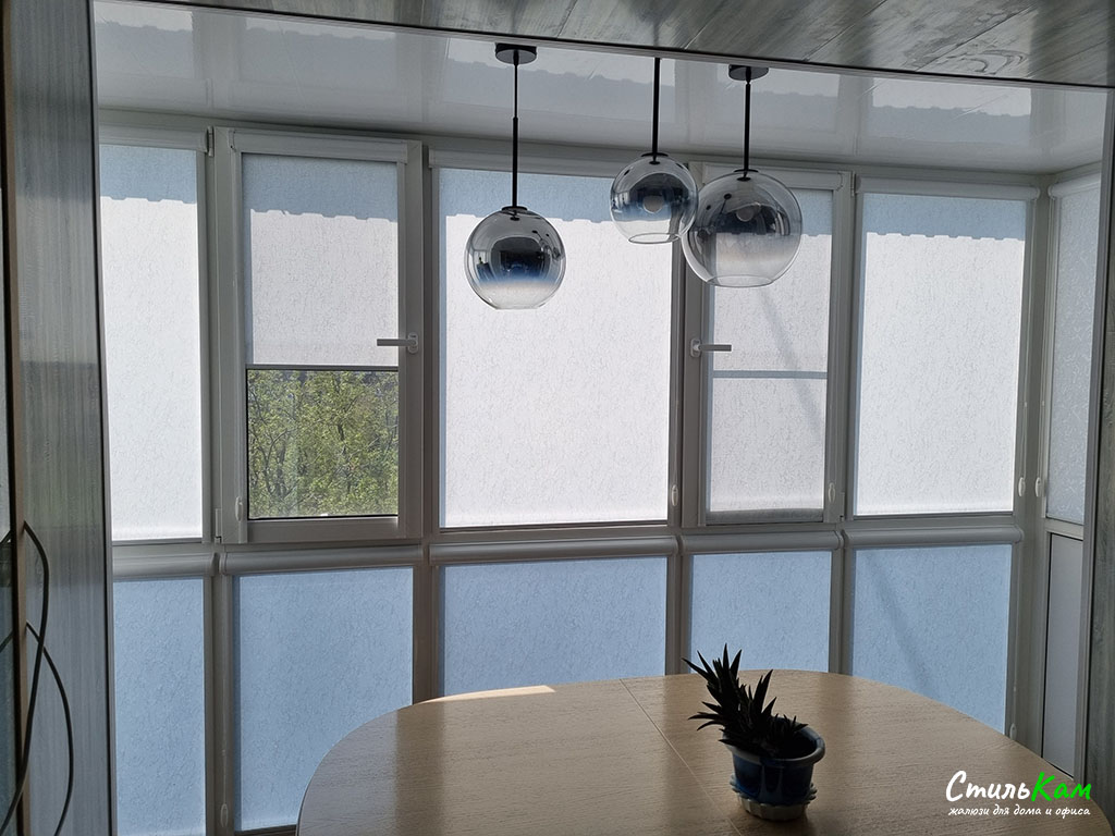 рулонные шторы uni на балкон
