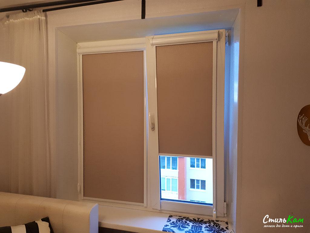 Рулонные шторы uni со светонепроницаемой тканью в спальню