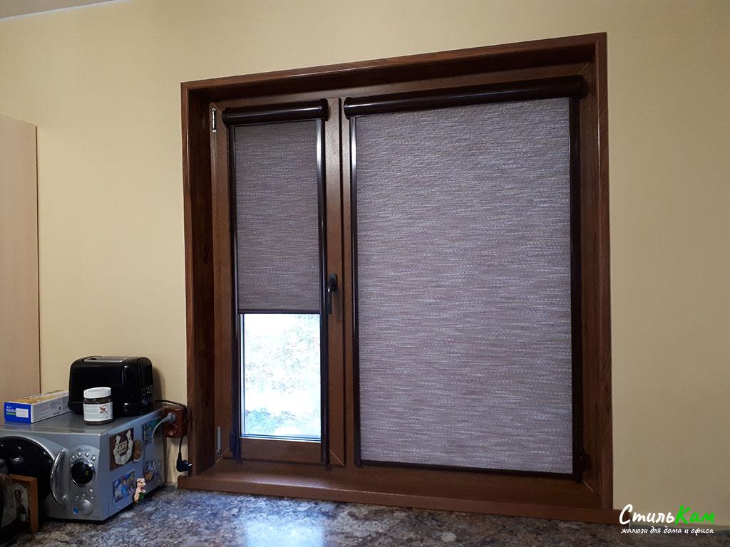 Рулонные шторы в закрытом коробе с коричневой фурнитурой